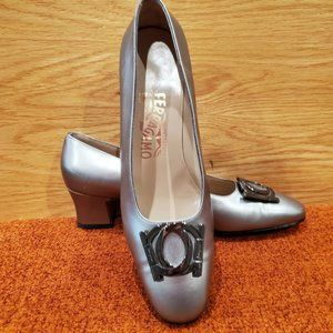 Vintage Ferragamo silver pumps with buckle